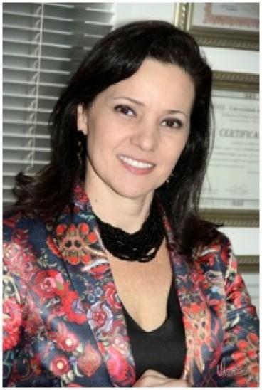 Dra. Kelly Esteves Amaral